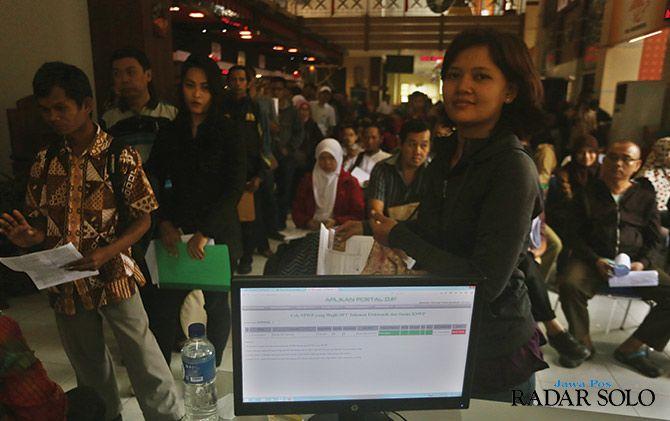 TERTIB: Pelaporan pajak di Kantor Pajak Pratama Surakarta, beberapa waktu lalu.