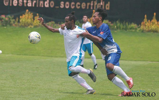 KETAT: Pertandingan Badak Lampung FC saat melawan Persebi Boyolali, Sabtu (23/3)