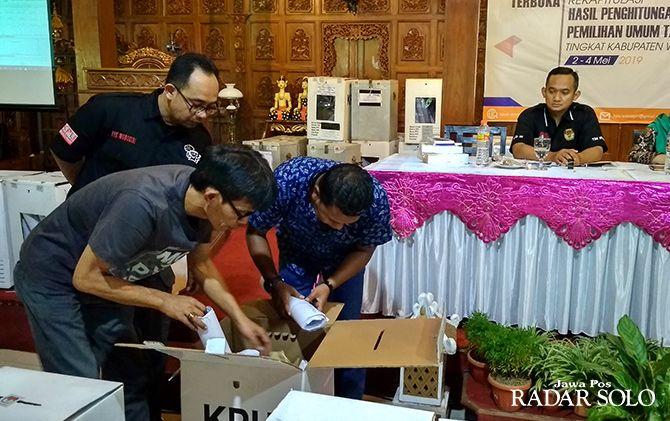 RAMPUNG: Pleno rekapitulasi penghitungan suara KPU Sukoharjo.