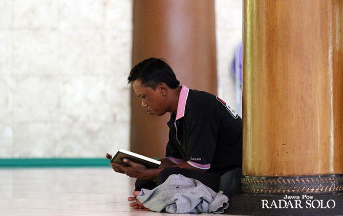 TADARUS: Perbanyak amal saat Ramadan.