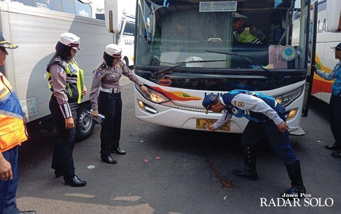DICEK: Ramcek bus angkutan lebaran di garasi PO Laju Prima.