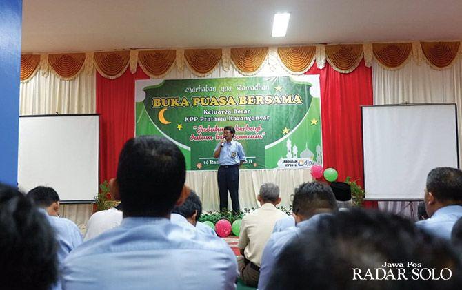 SOSIALISASI: Kepala DJP Jateng II Rida Handanu saat memberikan pengarahan kepada sejumlah pegawai KPP Pratama Karanganyar.