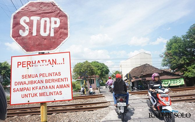 BERBAHAYA: Perlintasan kereta tanpa palang di Kampung Srago Gede, Kelurahan Mojayan, Klaten Tengah.