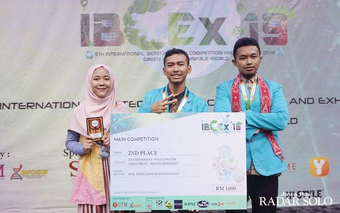 BUKTIKAN DIRI: Tiga mahasiswa UMS raih juara 2 inovasi semen berbahan organik.