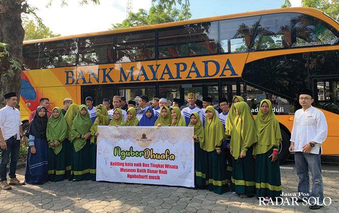 PEDULI: The Sunan Hotel Solo mengajak 30 anak yatim keliling Kota Solo.