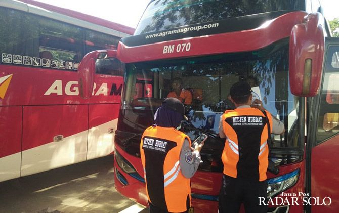 Otoritas Terminal Giri Adipura Wonogiri melakukan ramp check armada bus
