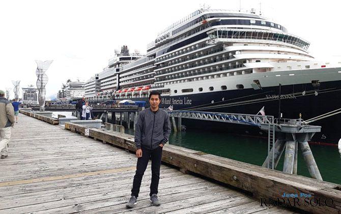 BERLABUH: Agus Suranto saat singgah di Alaska, Amerika Serikat