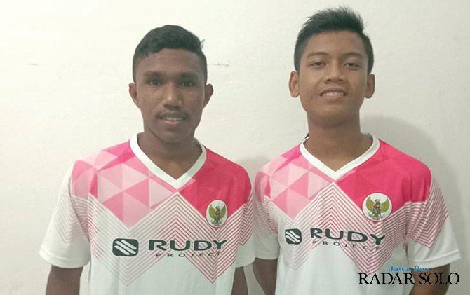 MEMBANGGAKAN: Pemain andalan R2 di Timnas U-15, Mohammad Rohan Fahrurozy (kiri) dan Rakha Gilang Yodhatama.