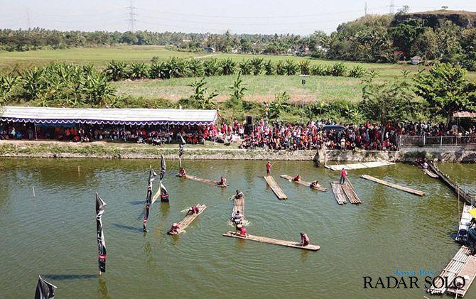MERIAH: Lomba getek yang digelar setiap tahun setelah Lebaran di Rawa Jombor, Desa Krakitan, Kecamatan Cawas