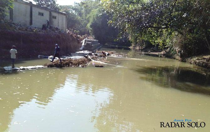 DISOAL: Proyek bronjongisasi Sungai Celep di Desa Celep, Kecamatan Kedawung.