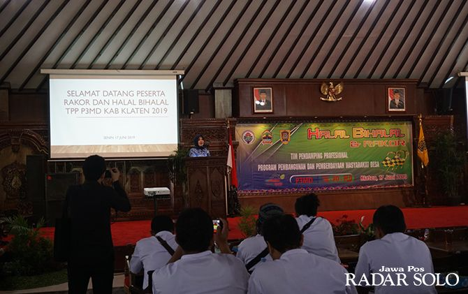 PAPARAN: Bupati Klaten Sri Mulyani bersama TPP-P3MD di Pendapa Pemkab.