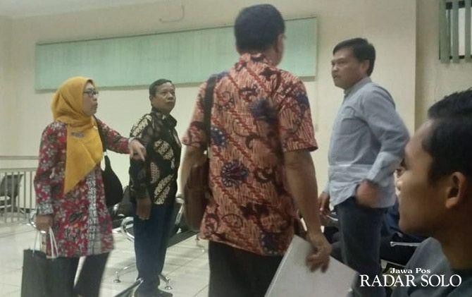 USUT TUNTAS: Sidang kasus Prona di Pengadilan Tipikor Semarang dengan agenda pemeriksaan saksi.