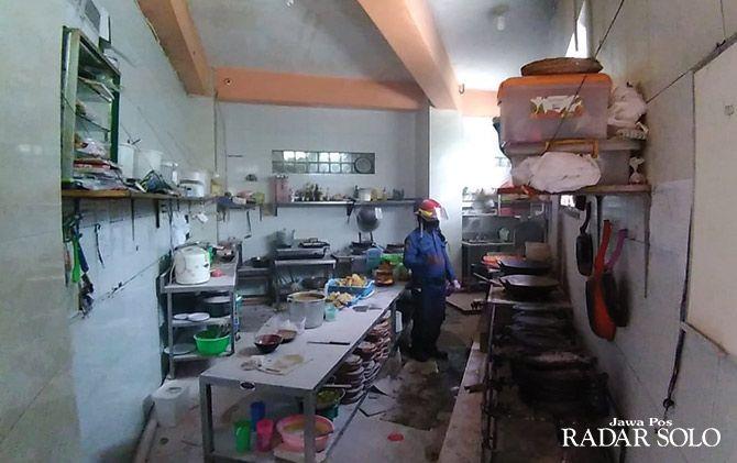 GOSONG: Dapur Vappiano Resto & Café yang terbakar.