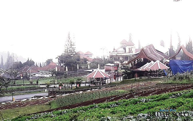 POTENSI ALAM: Kawasan wisata Tawangmangu banyak dilirik investor bidang properti. Penerbitan Perda RTRW diharapkan bisa mengatur jelas tentang pengembangan investasi.