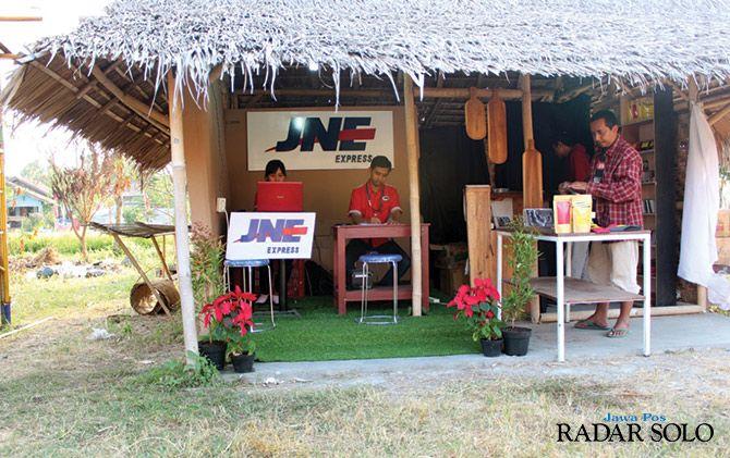 KONTRIBUSI: Booth JNE di FKY Jogjakarta.
