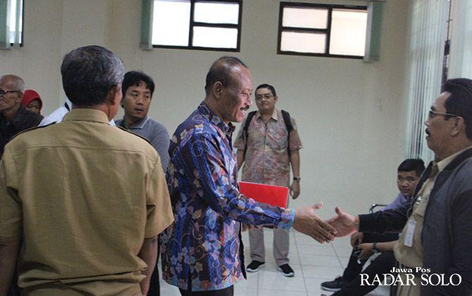 PASRAH: Bambang Teguh Setyo menjalani sidang tuntutan KPK di Pengadilan Tipikor Semarang.