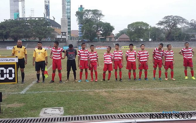 OPTIMISTIS: Salah satu peserta Piala Menpora U -14 Zona Jateng yang digelar di Stadion Sriwedari.