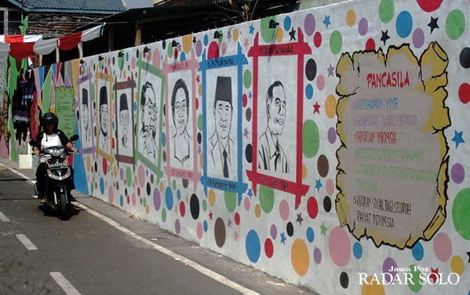 ARTISTIK: Wajah-wajah presiden RI jadi objek mural di Kampung Dawung Tengah, Kelurahan Serengan .