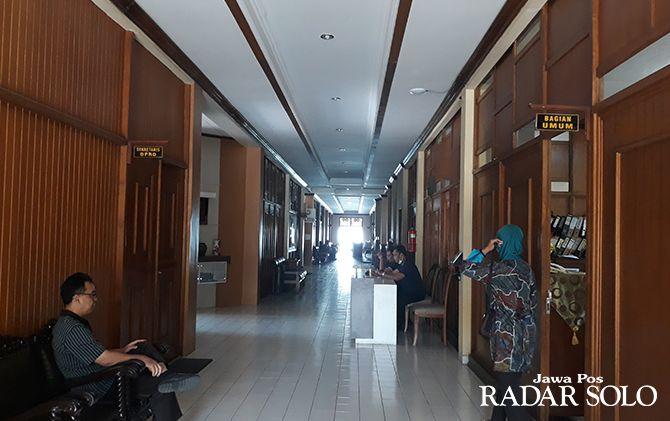 Suasana ruangan komisi DPRD Kabupaten Klaten yang masih tampak sepi, kemarin (23/8).