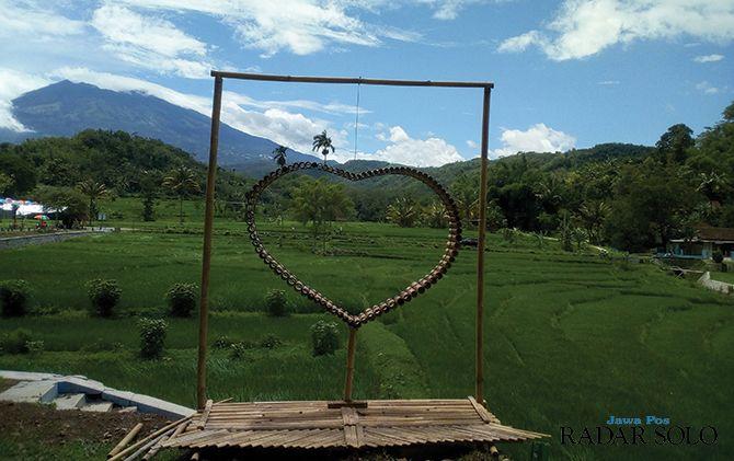 Wisata Bukit Cinta, Melihat Keindahan Waduk Bayut