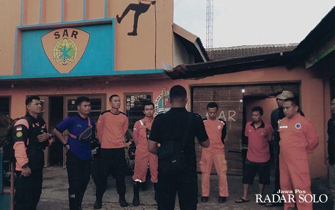 Tim gabungan berkoordinasi sebelum melakukan evakuasi pendaki Gunung Lawu