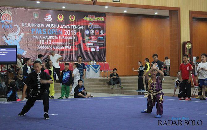 KETAT: Sejumlah atlet Solo mulai meraih medali di Kejurprov PMS Wushu 2019.