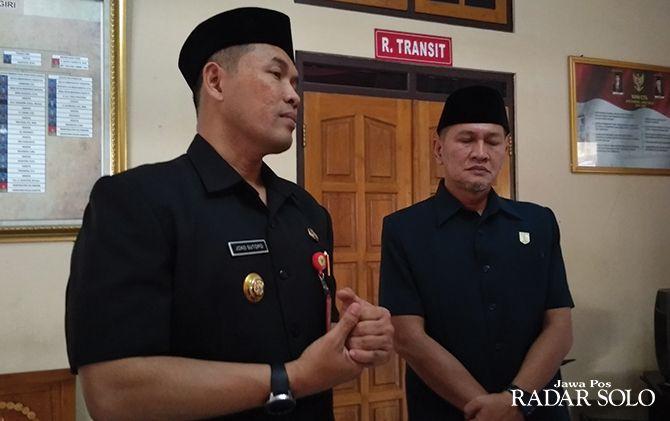 Bupati sekaligus Ketua DPC PDIP Wonogiri Joko Sutopo (kiri) didampingi Sekretaris DPC Setyo Sukarno