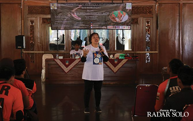 Presiden Indonesia Toxinologi dr Tri Maharani memberi paparan di Balai Kota Surakarta