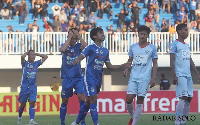 Ekspresi pemain PSIM Jogja saat kalah melawan Sulut United, kemarin