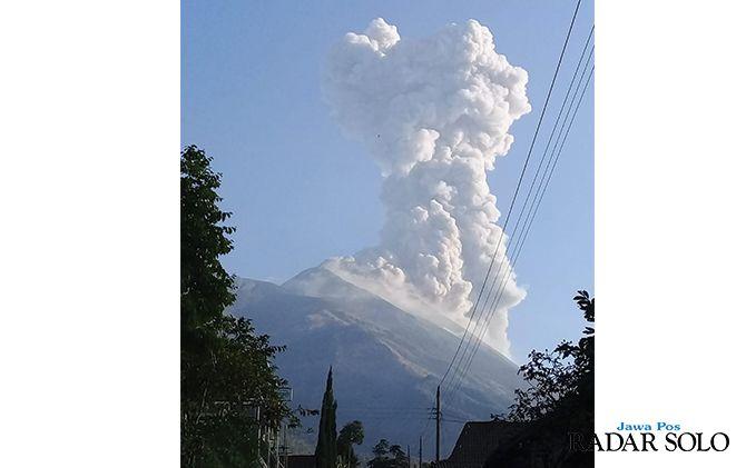 Awan panas letusan Gunung Merapi