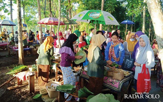RAMAH LINGKUNGAN: Pasar Doplang yang mengusung transaksi antiplastik.