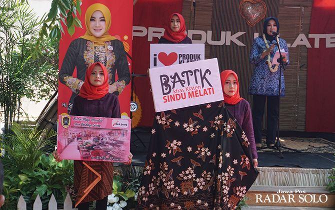 DIRESMIKAN: Pidato Bupati Klaten Sri Mulyani di sela peluncuran motif batik sindu melati di Kompleks RSPD Sunan Pandanaran, kemarin (17/10).