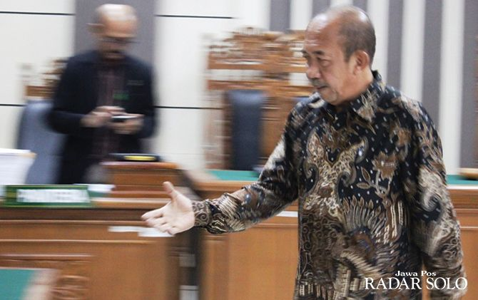 PASRAH: Agus Fatchur Rahman jalani sidang tuntutan di Pengadilan Tipikor Semarang, Senin (21/10).