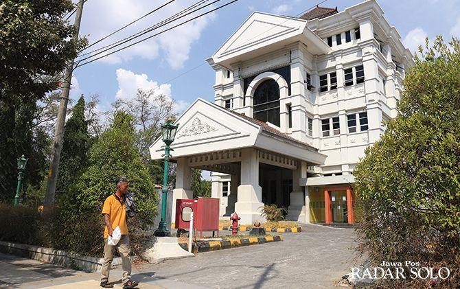 TINGKAT 4: Gedung bekas kantor Bank Danamon yang digadang-gadang menjadi mal pelayanan publik.