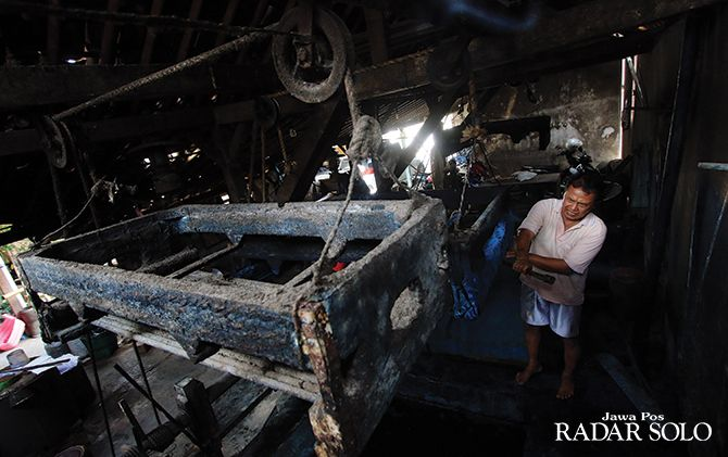 DAMPAK KEMARAU: Produksi batik di Bekonang, Kecamatan Mojolaban, Sukoharjo ini terpaksa berhenti karena tidak ada pasokan air setelah sumur mengering.