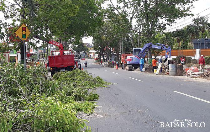 IKONIK: Lokasi pembangunan Tugu Adipura dibersihkan.