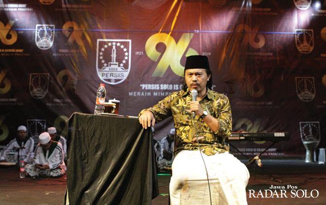 BIKIN AYEM: Candra Malik memberikan tausiyah kepada pemain, manajemen dan suporter Persis di Pura Mangkunegaran (8/11).