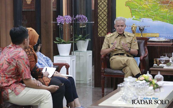 CONTOH NASIONAL: Tim Bappenas wawancara dengan Gubernur Ganjar Pranowo, Senin (11/11).