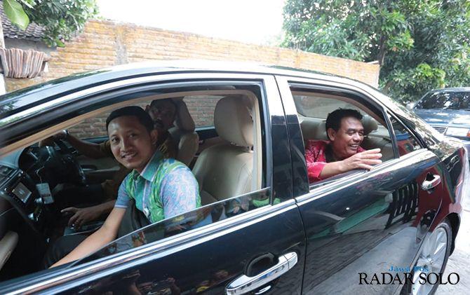 Wali Kota F.X. Hadi Rudyatmo mengantar Sadimin dan istrinya ke bandara untuk umrah