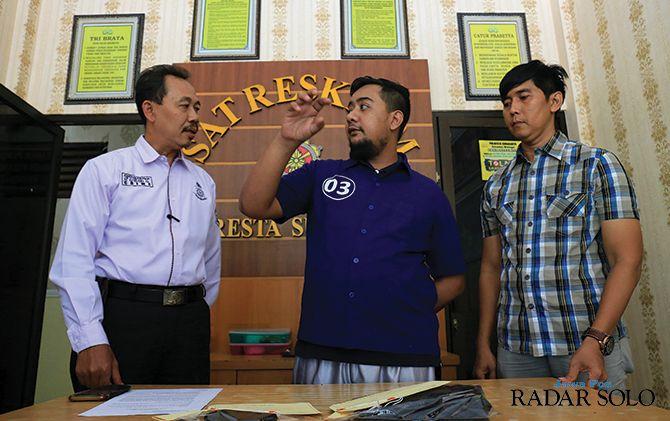 DIINTEROGASI: Mocan diperiksa di Mapolresta Surakarta dalam kasus penganiayaan kemarin (25/11).