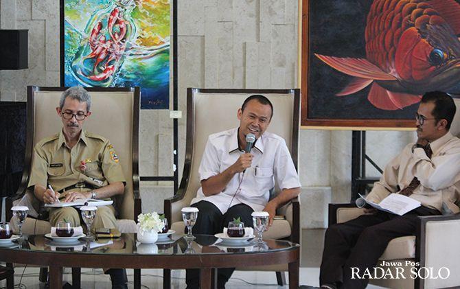 BAHAS EKOSISTEM: Dari kiri ke kanan, Arif Jatmiko Bappeda Jateng, Hadi Santoso wakil ketua komisi D DPRD Jateng, dan Advianto Prasetyo selaku host acara Prime Topic.
