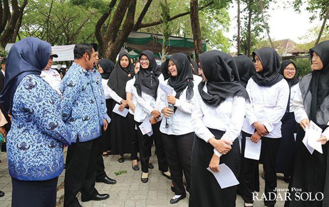 Wali Kota Surakarta F.X. Hadi Rudyatmo saat meninjau pelaksanaan tes CPNS di Sragen beberapa waktu lalu