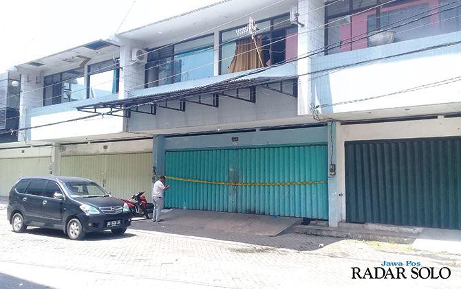 Ruko di Madegondo, Solo Baru tempat kejadian perkara perkelahian berujung maut dipasang garis polisi