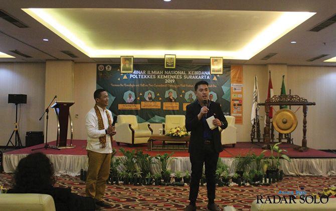 TAMBAH WAWASAN: Seminar ilmiah nasional Poltekes Kemenkes Surakarta di Megaland Hotel, Sabtu (14/12).