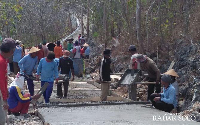 INFRASTRUKTUR: Pembangunan jalan dapat menggunakan anggaran dana desa.