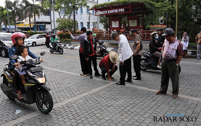 Anggota Komisi II DPRD Surakarta sidak ke Jalan Jenderal Sudirman untuk mengecek proyek jalan itu