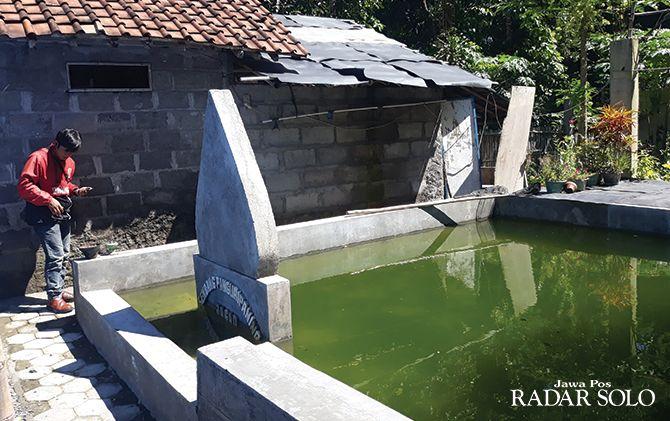DISEGEL POLISI: Sendang Penguripan Jagad yang ada di kompleks Keraton Agung Sejagat cabang Klaten.