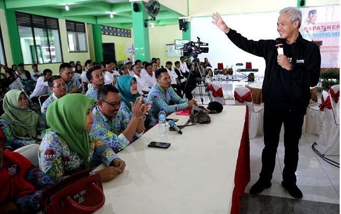 Gubernur Jateng Ganjar Pranowo saat memberikan arahan perangkat desa se-Indonesia dalam Rakernas PPID di Asrama Haji Donohudan
