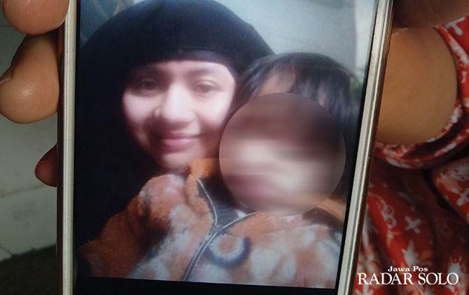 PENGOBAT RINDU: Foto danik dan anaknya yang saat ini berada di kamp pengungsian Syria.