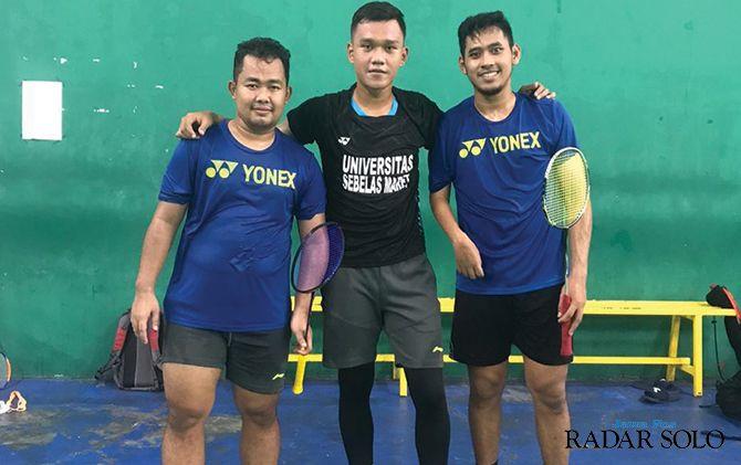 Atlet para badminton NPC Hafizh Briliansyah Prawiranegara (kiri) saat berlatih di Hartono Trade Centre, kemarin.